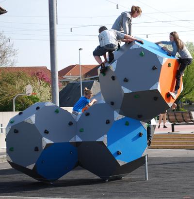 BLOQX – Dreidimensionales Klettern und Treffpunkt für Acht- bis Sechzehnjährige