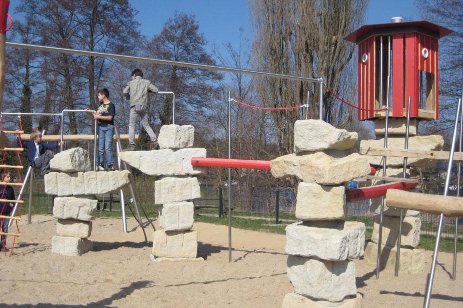 Kletterparcours mit Felsen