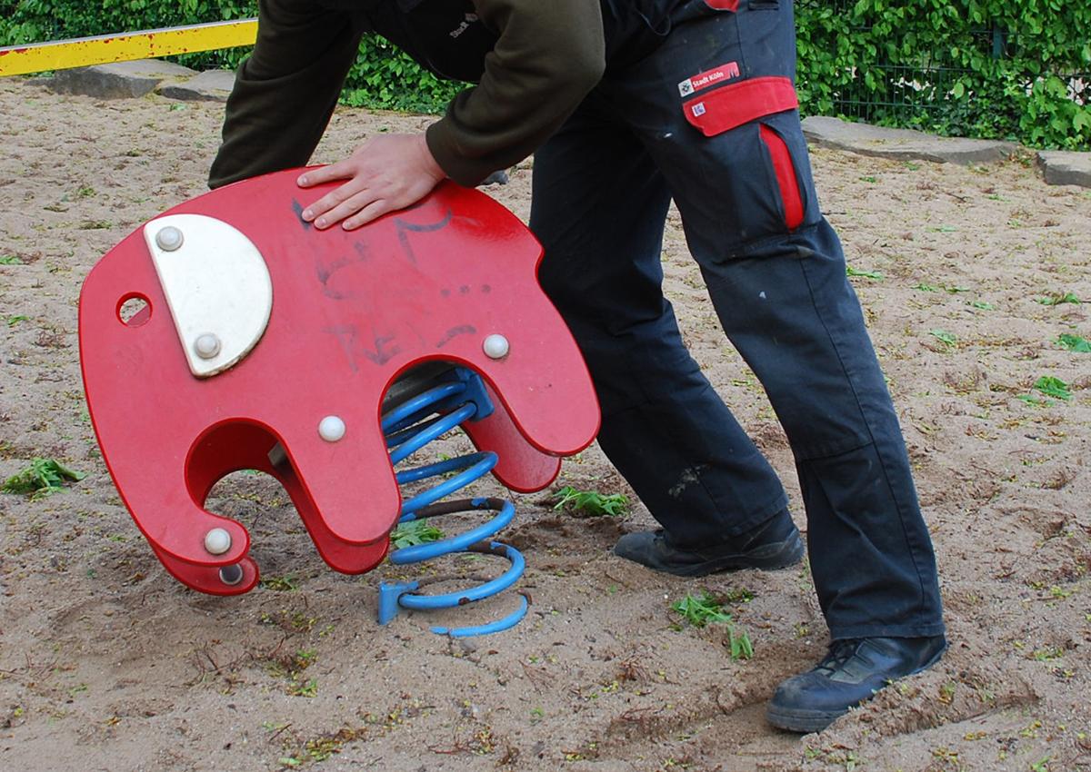 Spielplatzprüfung - stabile Verankerung