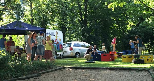 Gute Stimmung auf dem Spielplatz-Fest. Foto: Schilling