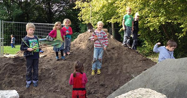 kinder-auf-dem-spielplatz-bischofsheim