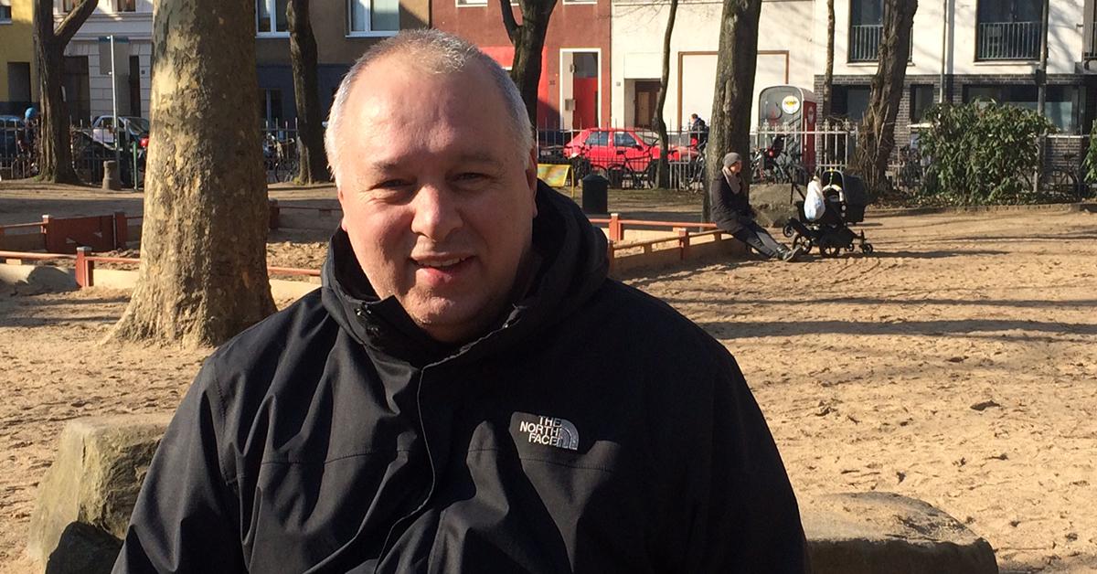 """Spielplatzpate Antonio Pizzulli auf """"seinem"""" Spielplatz in der Glasstraße."""