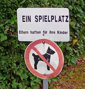 Verbotsschilder helfen wenig. Foto: Gabi Schönemann / pixelio.de