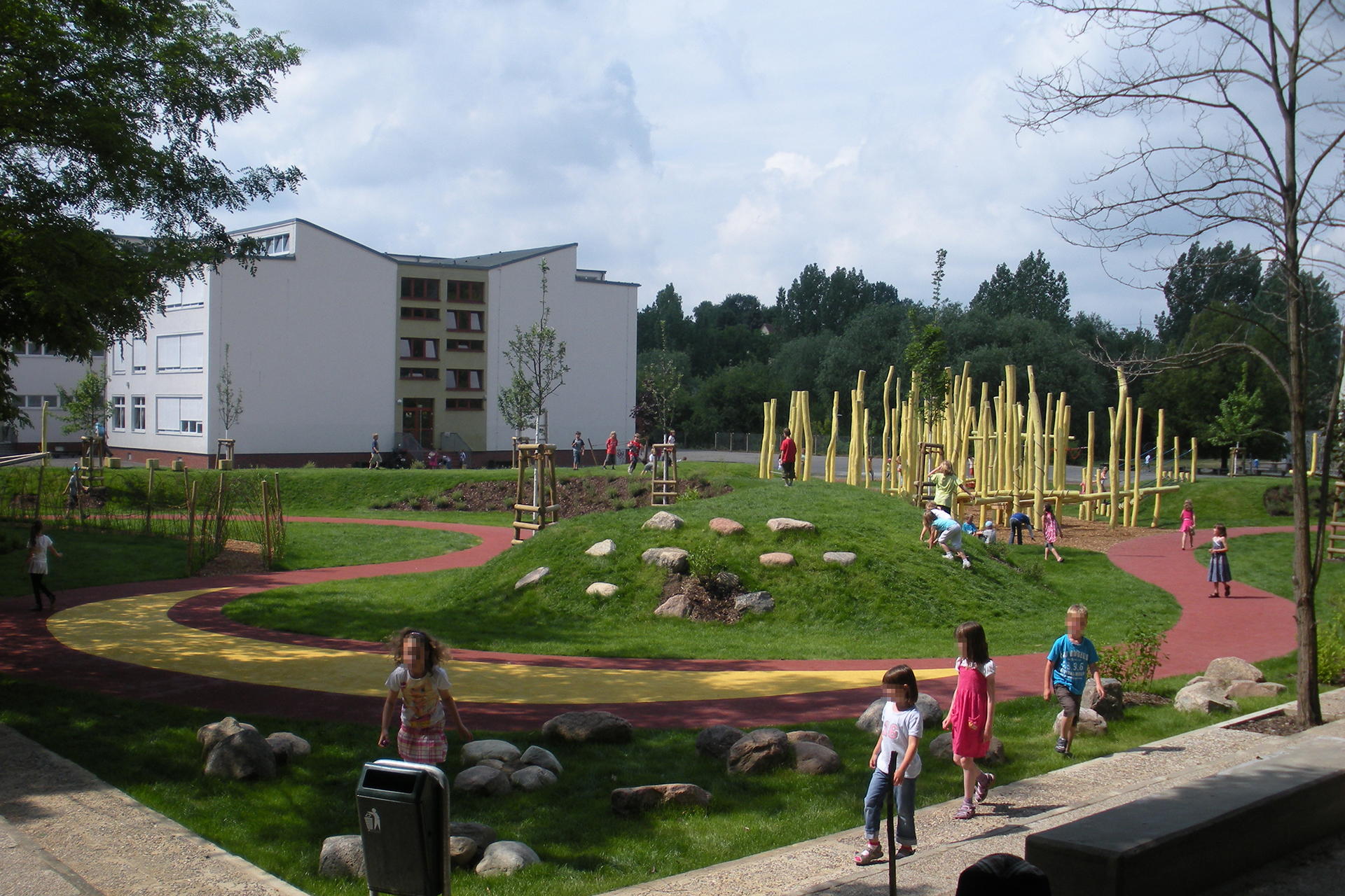 Schulhofspielplatz in Frankfurt Oder