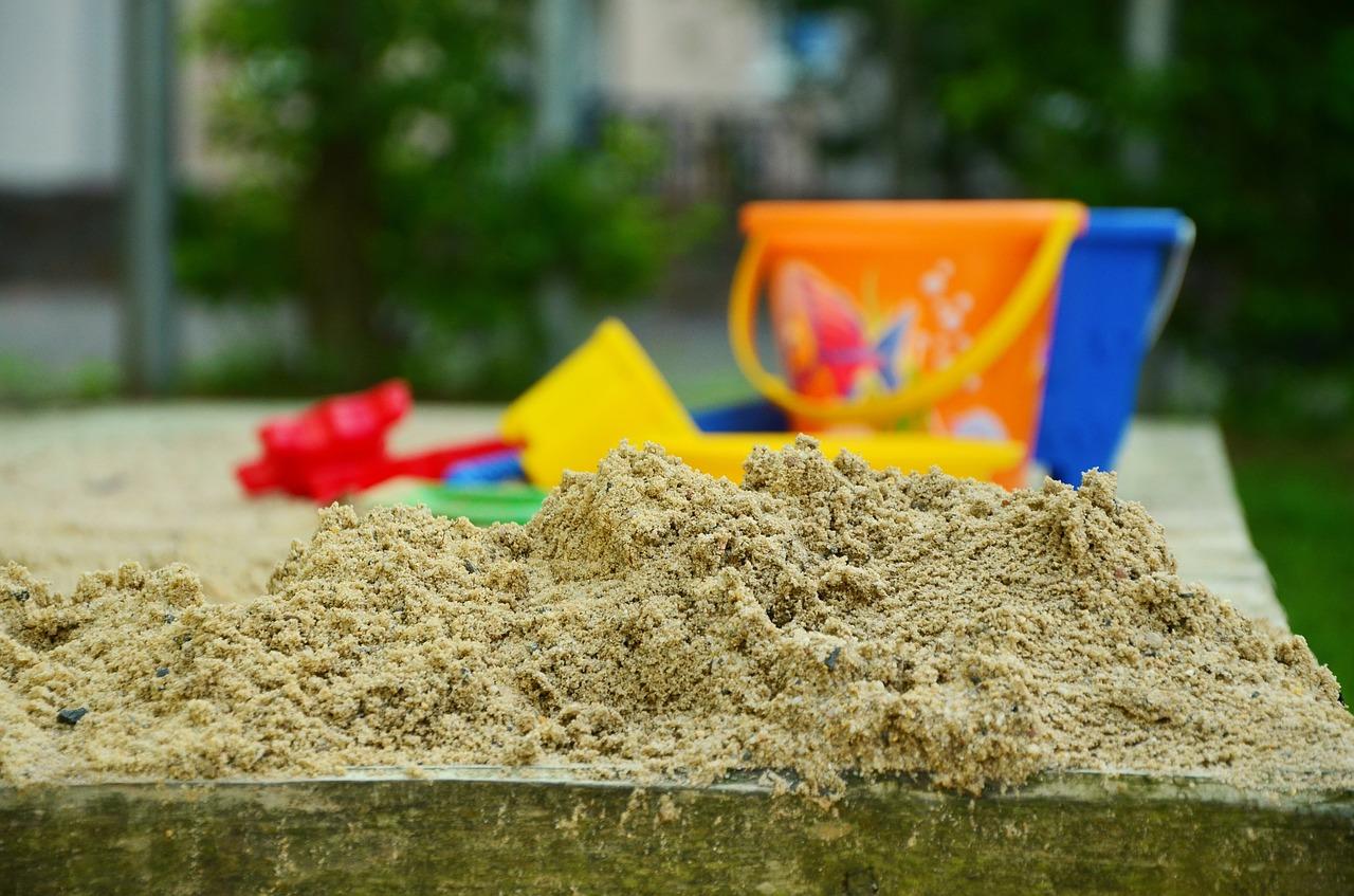 Mit Sand und Wasser kreativ spielen