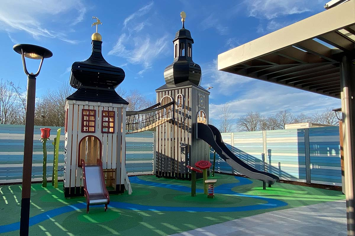 Monstrum Spielplatz mit zwei Türmen