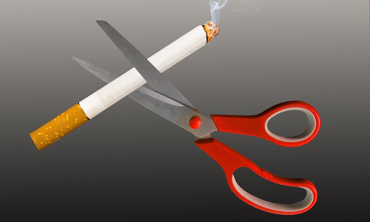 Schwere schneidet Zigarette durch