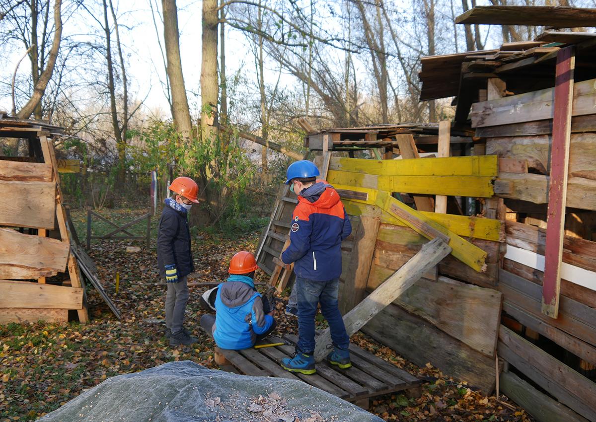 Hütten bauen Abenteuerspielplatz Melverode