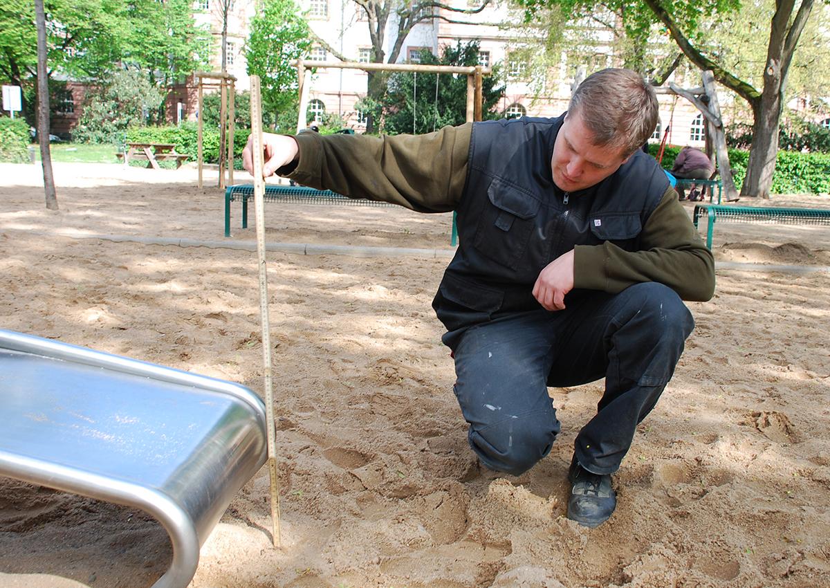 Spielplatzcheck - Fallschutz an der Rutsche