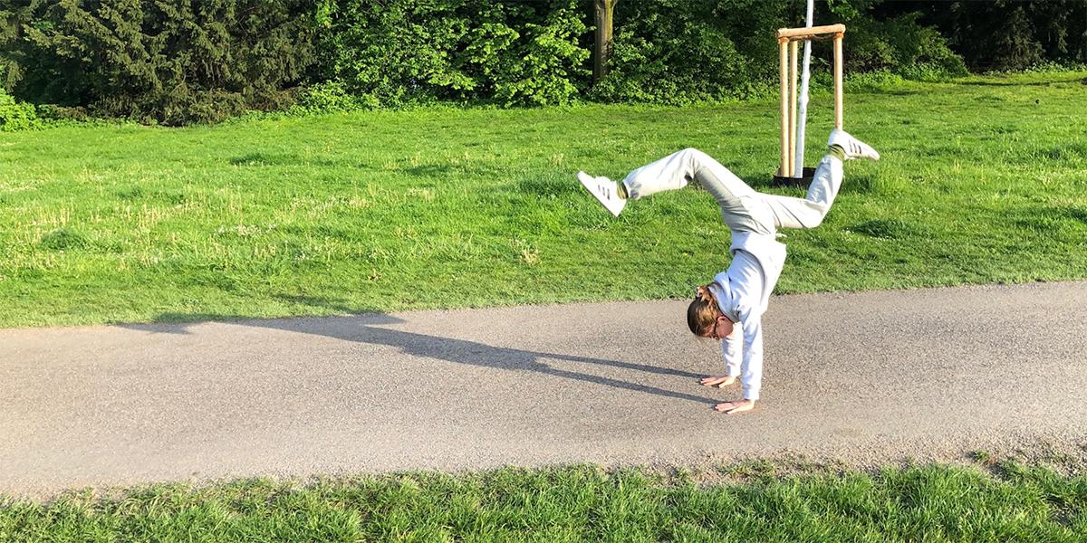 Handstand im Park