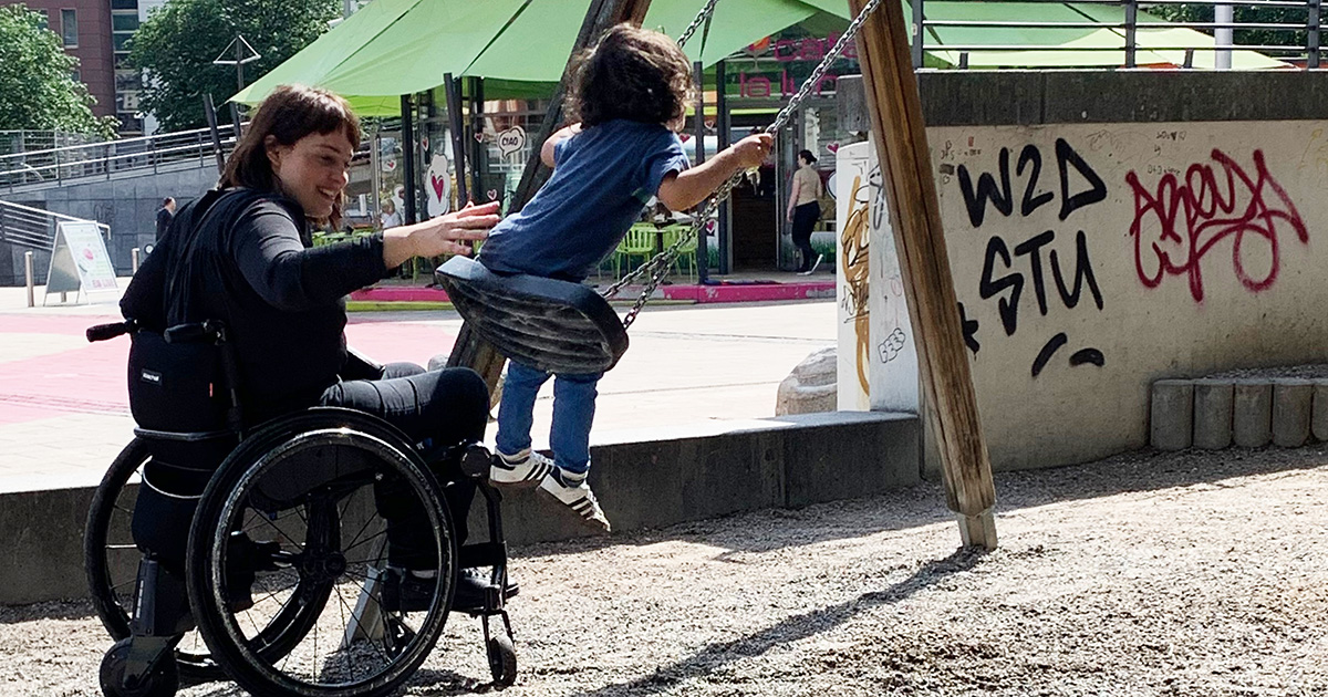 Spielplatzbesuch im Rollstuhl