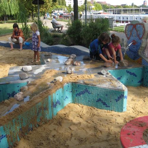 Wasserspielplatze Finden Auf Spielplatztreff De