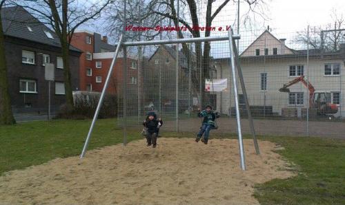 Neue Doppelschaukel Spielplatz in Herne