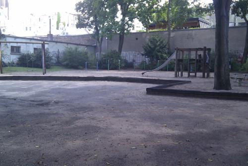 Asphaltfläche auf dem Spielplatz
