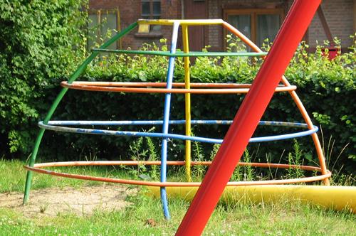 Spielgerät aus den 50er Jahren, Grundschule Beckdorf. Foto: Thomas Schürmann