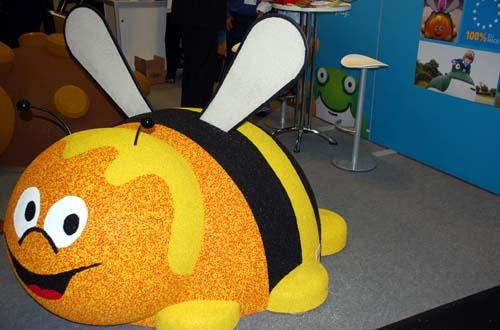 Eine dicke Kletter Biene (Maja) der Firma Playtop