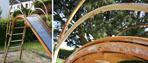 An der alten Rutsche blättert überall die Farbe ab. Foto: Sommer