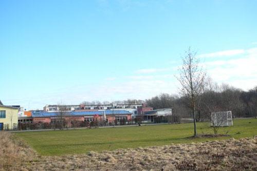 Das Bauland ist zu nah an den bestehenden Spielplatz geplant. Foto: Blessou