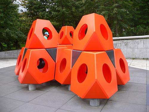 Skulptur zum Beklettern. Moerenuma Park in Japan. Foto: Marcus Trimle