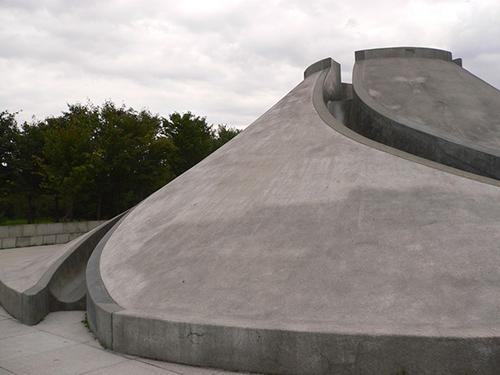 Skulptur im zum Beklettern und Rutschen. Moerenuma Park in Japan. Foto: Marcus Trimle