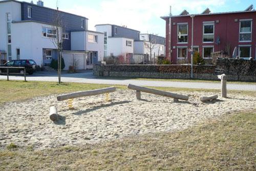 Kleine Spielinseln im Wohngebiet werden nicht angenommen. Foto: Blessou