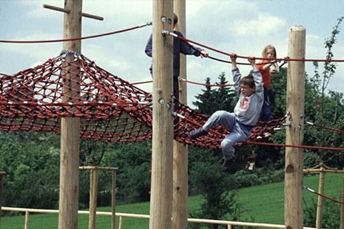 Im Ziegeleipark in Heilbronn klettern die Kinder hoch hinaus. Foto: Stadt Heilbronn