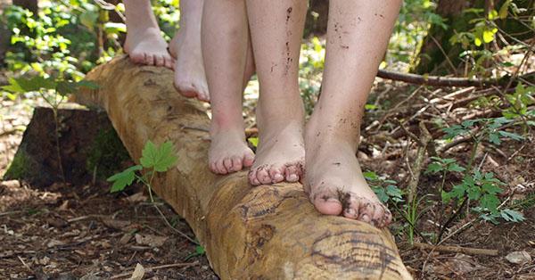 """Mit nackten Füßen die """"vollkommene Bewegungsfreiheit"""" genießen. Foto: Lorenz Kerscher"""
