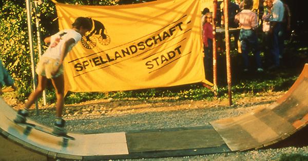 Zuerst wurde eine mobile Skateanlage aufgebaut, um kurzfristig handeln zu können. Foto: Spiellandschaft Stadt e.V.