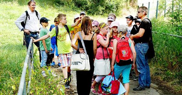 Frank Awender beim Streifzug mit Schulkindern, Foto: KOBRA