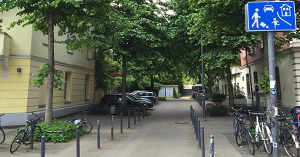 Auf dieser Spielstraße gilt Schritttempo und gegenseitige Rücksichtnahme. Foto: Schilling